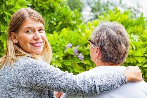 Poradnik dla opiekuna – opieka nad osobą starszą