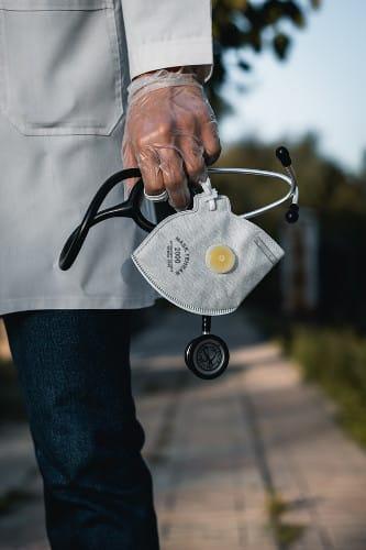 Opieka nad starszymi w czasach koronawirusa